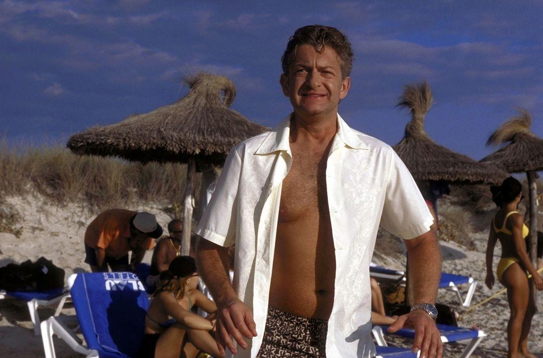 Unterwegs zu neuen Ufern: David (Dominic Raacke) ist auf der Suche nach dem ultimativen Urlaubskick ... - Bildquelle: Christel Becker-Rau ProSieben