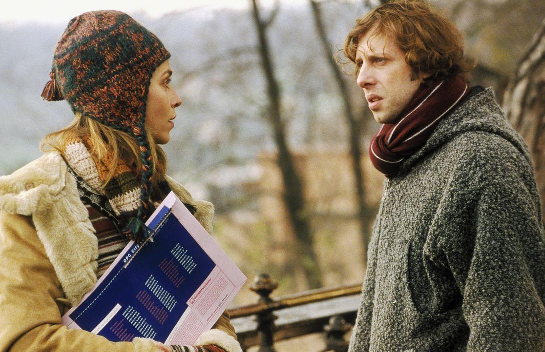 Obwohl Lenny (Oliver Korittke, r.) Helena (Lucie Zednicková-Pokorná, l.) von der Ermordung seines Vaters berichtet, kann oder will die junge Frau ke... - Bildquelle: Jiri Hanzl ProSieben