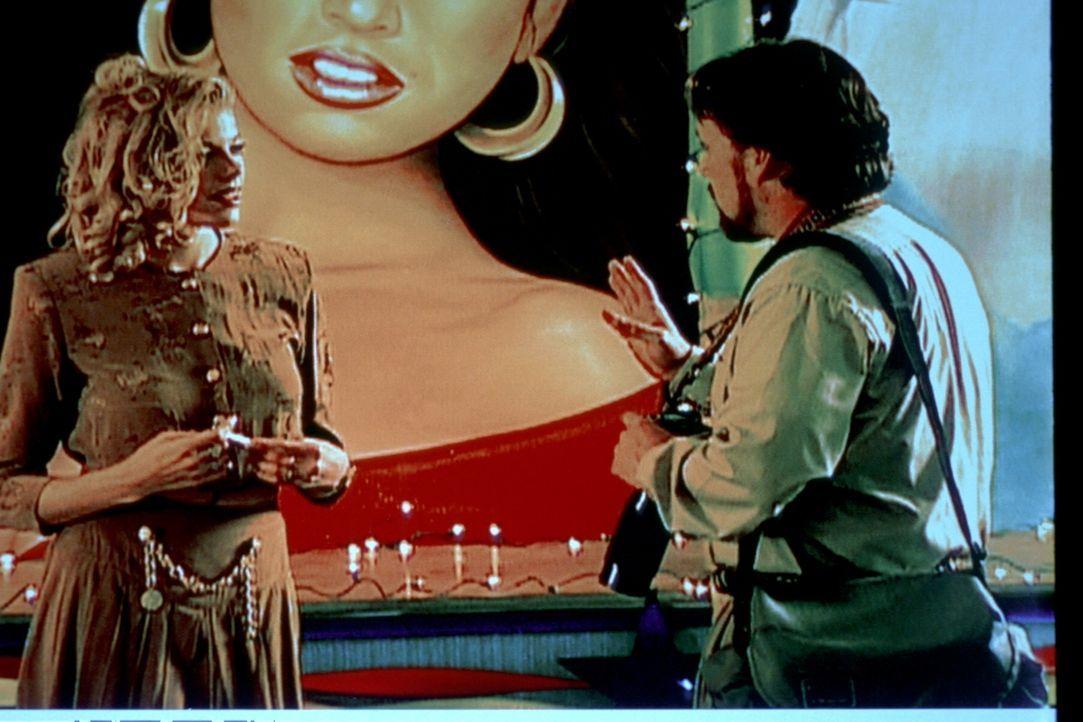 1984 geht in Miami ein brutaler Serienmörder um. Christopher Wilder (r.) gibt sich als Modefotograf aus, um junge Frauen, die auf den großen Durchbr... - Bildquelle: Randy Jacobson New Dominion Pictures, LLC
