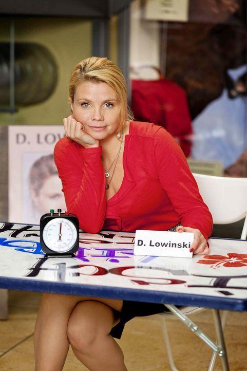 (3. Staffel) - Eine etwas ungewöhnliche Rechtsanwältin: Danni Lowinski (Annette Frier) ... - Bildquelle: Frank Dicks SAT.1
