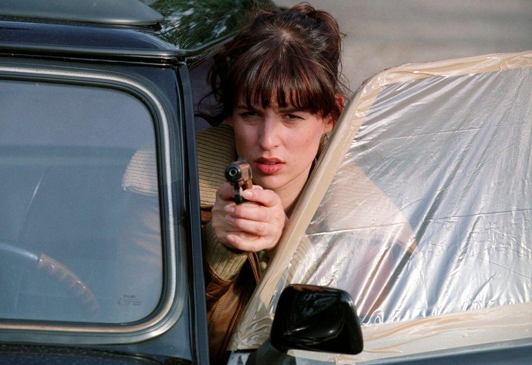 Ninas (Elena Uhlig) Hartnäckigkeit ist unübertroffen - und rettet Zock das Leben. - Bildquelle: Christian A. Rieger Sat.1