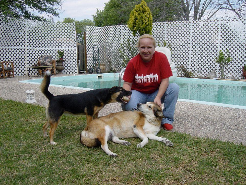 """Aus Liebe zu einem amerikanischen Soldaten kam Martina """"Tina"""" Wissmann (43) vor 14 Jahren nach Texas. Als ihr Mann innerhalb kurzer Zeit an Krebs st... - Bildquelle: kabel eins"""