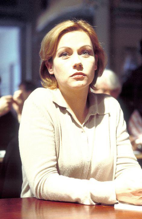 Die attraktive Beamtin Lisa (Jennifer Nitsch) ist seit fünf Jahren im Polizeidienst und einigen Kummer gewöhnt. Doch dann wird ein brutaler Serienmö... - Bildquelle: Meier