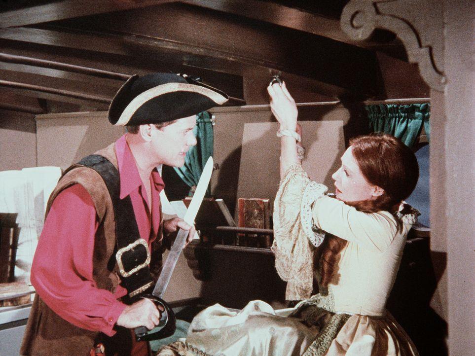 Tony (Larry Hagman, l.) entdeckt seine Vorfahrin Lady Nelson (Elaine Devry, r.) an Bord des Piratenschiffs. Jetzt muss er sie natürlich aus der Hand... - Bildquelle: Columbia Pictures