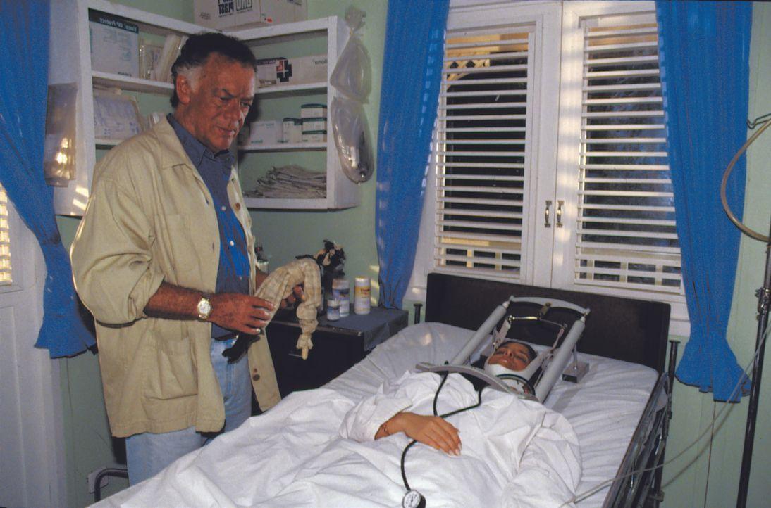 Dr. Frank Hofmann (Klausjürgen Wussow) - Bildquelle: Lisa Film