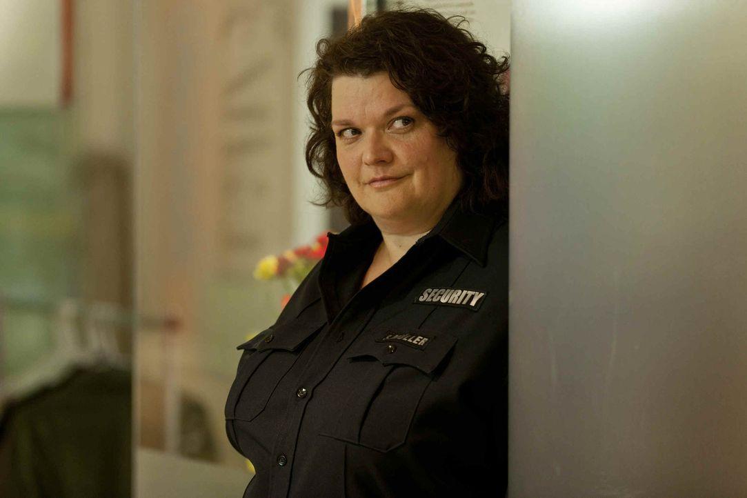 Hat ein Problem mit Josh: Security-Frau Svenja (Sabine Orléans) ... - Bildquelle: Frank Dicks SAT.1