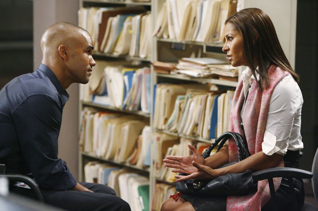 Morgan (Shemar Moore, l.), der ein emotionales Verhältnis zur Schwester (Salli Richardson-Whitfield, r.) eines der ersten Opfer entwickelt hat, vers... - Bildquelle: Adam Larkey 2009 American Broadcasting Companies, Inc. All rights reserved. / Adam Larkey
