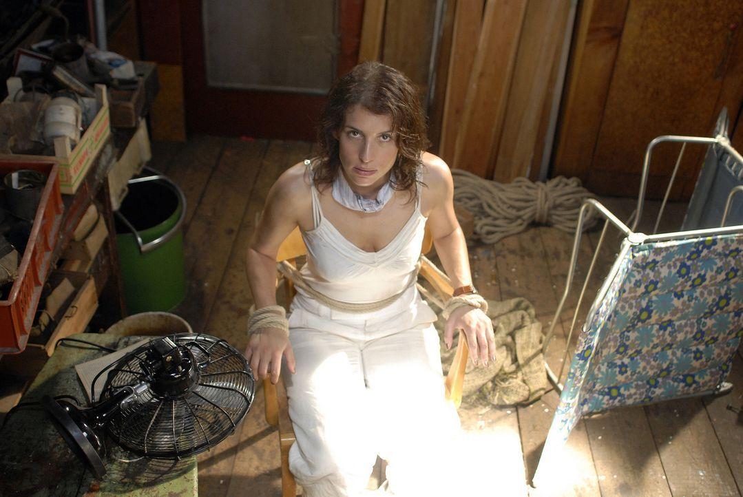 Da Frau Götz (Elena Uhlig) nach dem Unfall etwas indisponiert ist, verstecken Paul, Kai und Stulle sie auf einem alten Kahn und nehmen, als Unterneh... - Bildquelle: Romano Ruhnau Sat.1