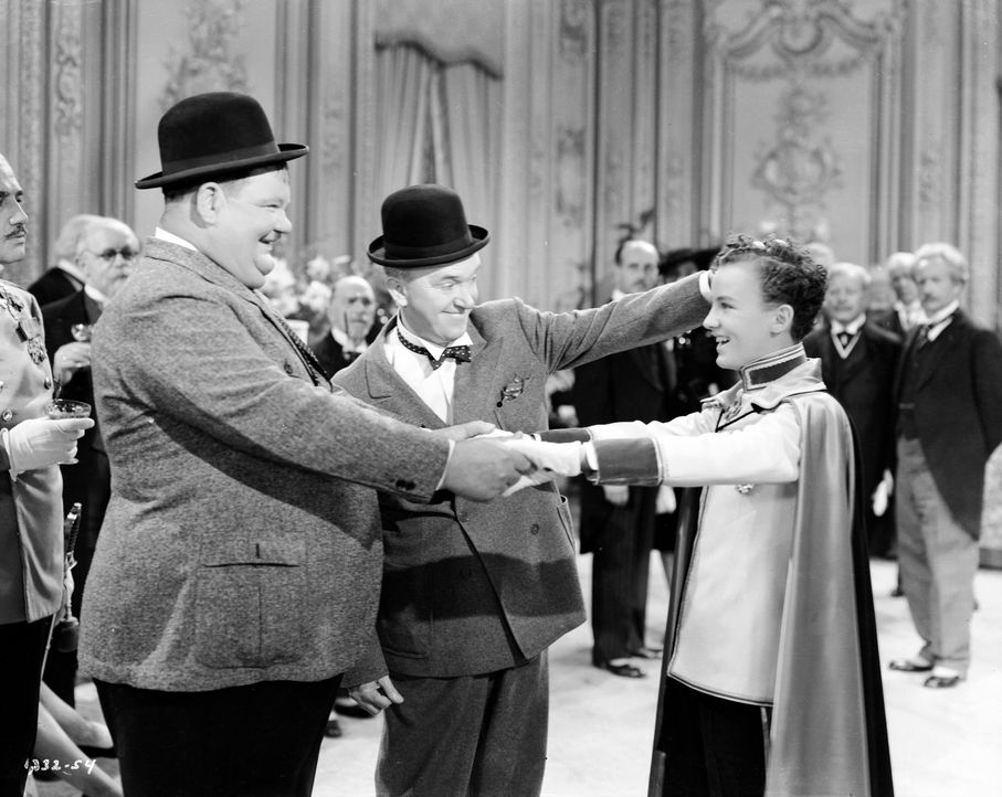 (v.l.n.r.) Oliver (Oliver Hardy); Stan (Stan Laurel); König Christopher (David Leland) - Bildquelle: 1944 Turner Entertainment Co. All rights reserved.