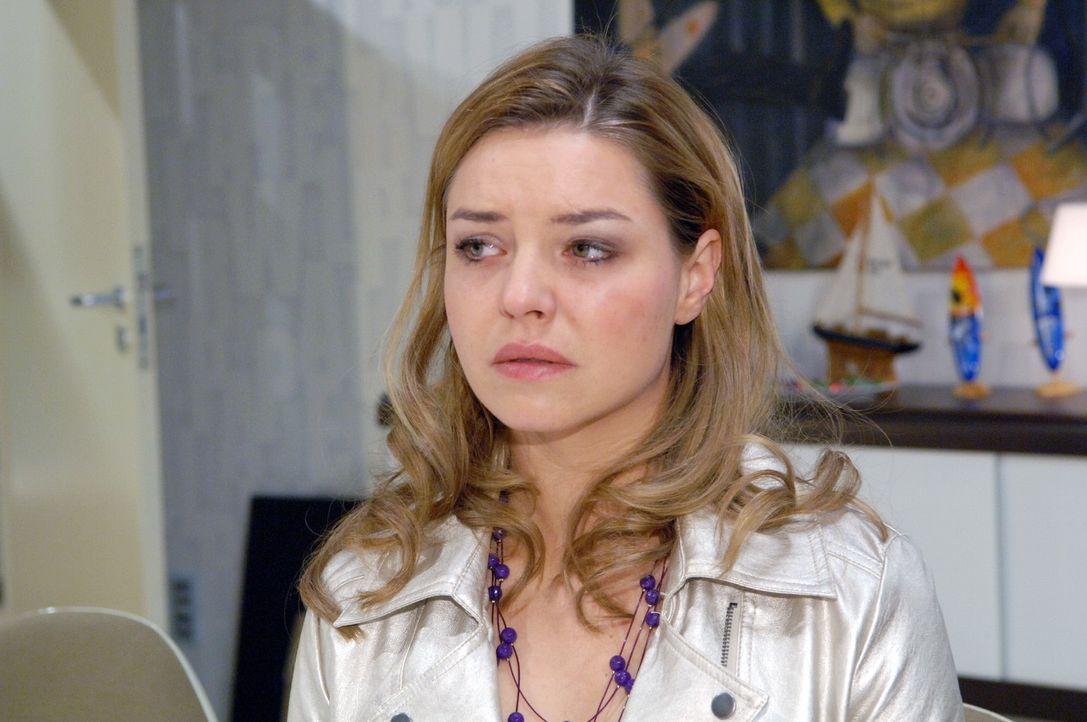 Katja (Karolina Lodyga) versucht alles, um Jonas zurückzugewinnen. - Bildquelle: Claudius Pflug Sat.1