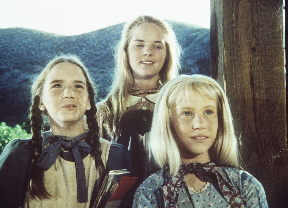 """Laura (Melissa Gilbert, l.), Mary (Melissa Sue Anderson, M.) und Ginny (Rachel Longaker, r.) werden bei der Schulaufführung die Geschichte von den """"... - Bildquelle: Worldvision"""