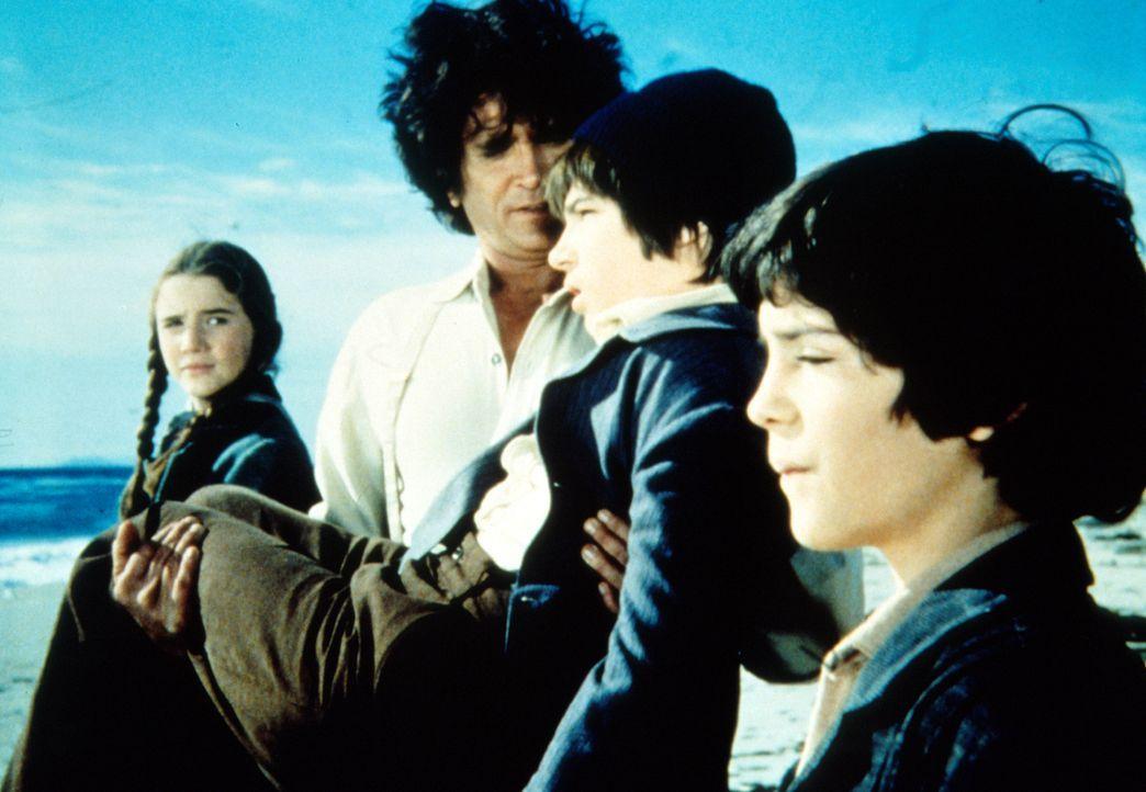 Dylans (Steve Shaw, 2.v.r.) Traum geht in Erfüllung - er darf das Meer sehen. Laura (Melissa Gilbert, l.) und Albert (Matthew Laborteaux, r.) freuen... - Bildquelle: Worldvision