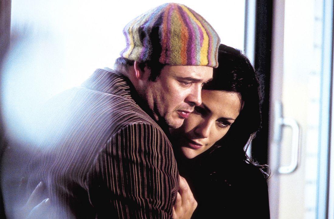 Jill (Bettina Zimmermann, r.) und ihr Bruder Michael (Dirk Nocker, l.) pflegen eine verhängnisvolle Leidenschaft: das königliche Schachspiel. Eines... - Bildquelle: Jeanne Degraa ProSieben