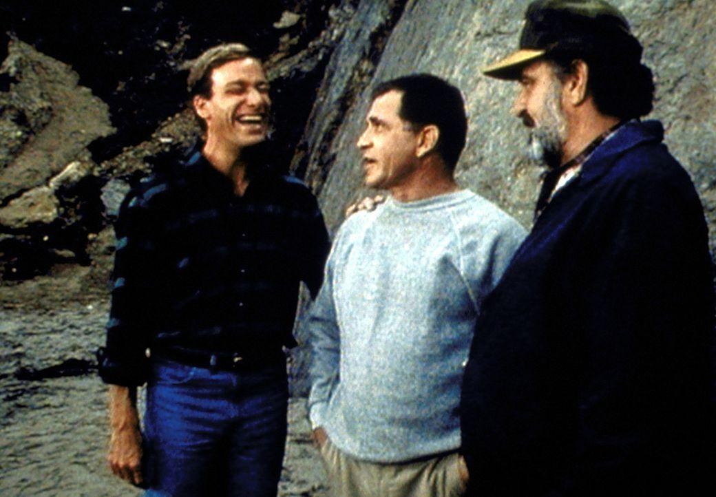Caz (Andy Romano, M.) stellt Mark (Victor French, r.) seinen blinden Freund Frank (Tom Sullivan, l.) vor. - Bildquelle: Worldvision Enterprises, Inc.