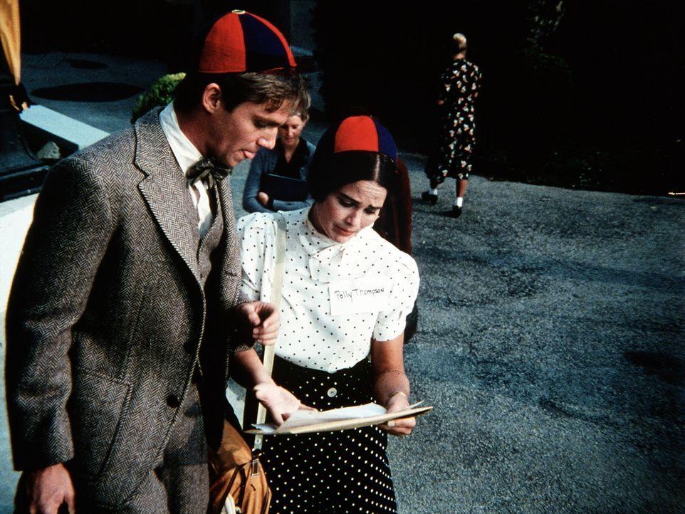 Auf dem Weg zum College begegnet John-Boy (Richard Thomas, l.) der jungen Polly (Devon Ericson, r.), die ebenfalls ihren ersten Tag dort vor sich hat. - Bildquelle: WARNER BROS. INTERNATIONAL TELEVISION