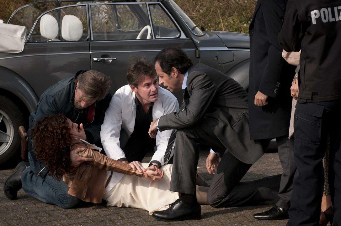 Können sie Tanjas Leben retten? (v.l.n.r.) Mick (Henning Baum), Meisner (Robert Lohr) und Ferchert (Helmfried von Lüttichau) ... - Bildquelle: Martin Rottenkolber SAT.1