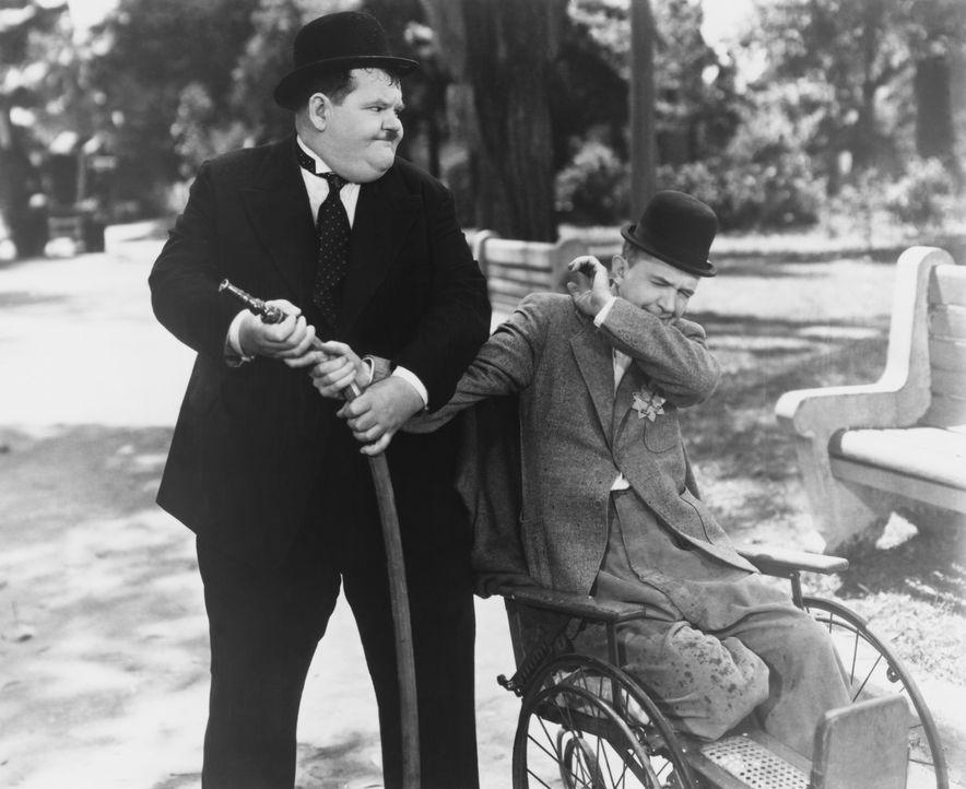 Ollie (Oliver Hardy, l.); Stan (Stan Laurel, r.) - Bildquelle: Licensed by Beta Film GmbH