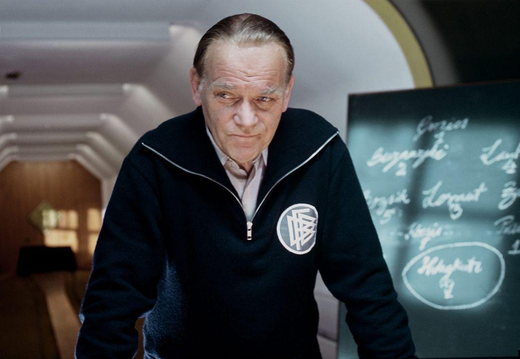 Mit viel Fußballverstand und einer Spur Schlitzohrigkeit hat Trainer Sepp Herberger (Peter Franke) seine Elf bis ins Endspiel der Fußball-WM 1954 ge... - Bildquelle: Senator Film