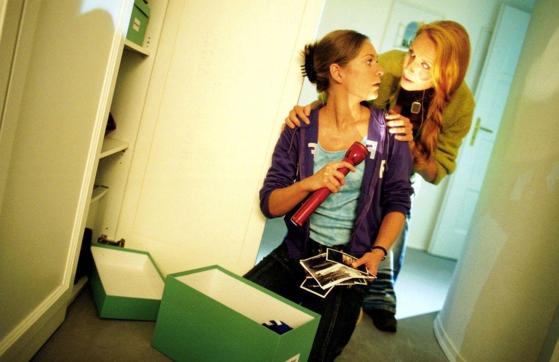 Kate (Lisa Martinek, l.) und Malise (Andrea Sawatzki, r.) versuchen mehr über Mattuschek zu erfahren ... - Bildquelle: Louis Jean Heydt Sat.1
