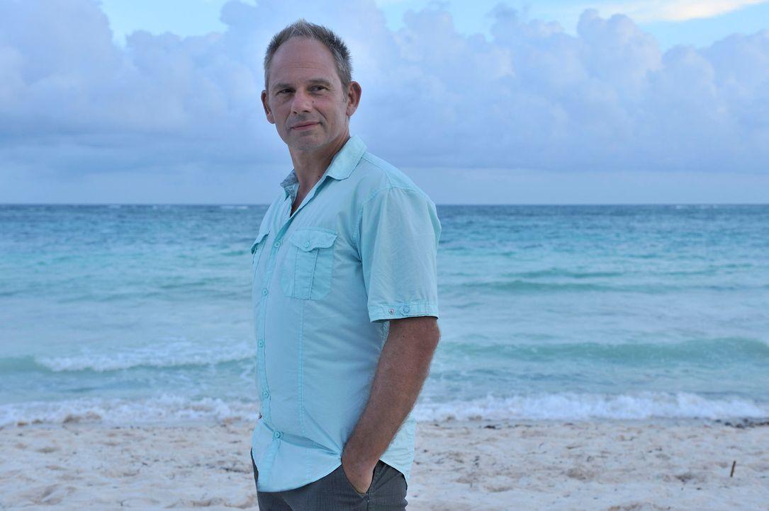 Erst viel zu spät wird Thomas (Michael Lott) klar, dass seine Ehe auf ganz tönernen Füßen steht. Spontan bucht er einen Flug nach Mexiko ... - Bildquelle: Hardy Brackmann SAT.1