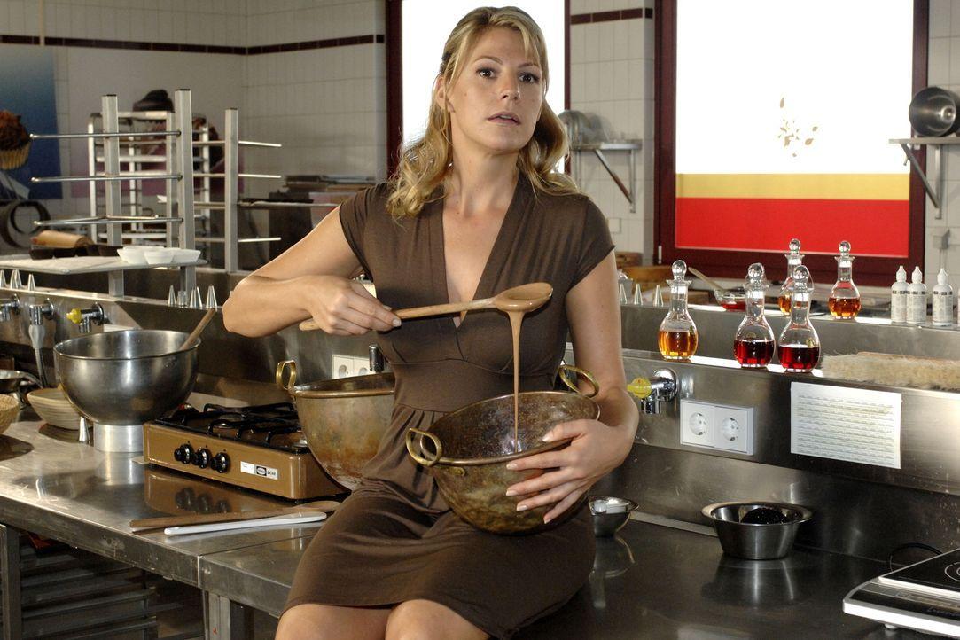 Katharina (Sophie Schütt) kann gute Schokolade herstellen, doch es fehlt ihr die Erfahrung im Vertrieb. Ein erfahrener Mann wie Pit könnte ihr helfe... - Bildquelle: Oliver Ziebe Sat.1