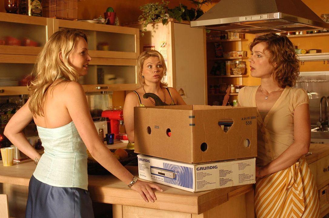 (v.l.n.r.) Edda (Simone Hanselmann), Minza (Annette Frier) und Valerie (Rhea Harder) hadern dem richtigen Zeitpunkt ... - Bildquelle: Hans Seidenabel ProSieben
