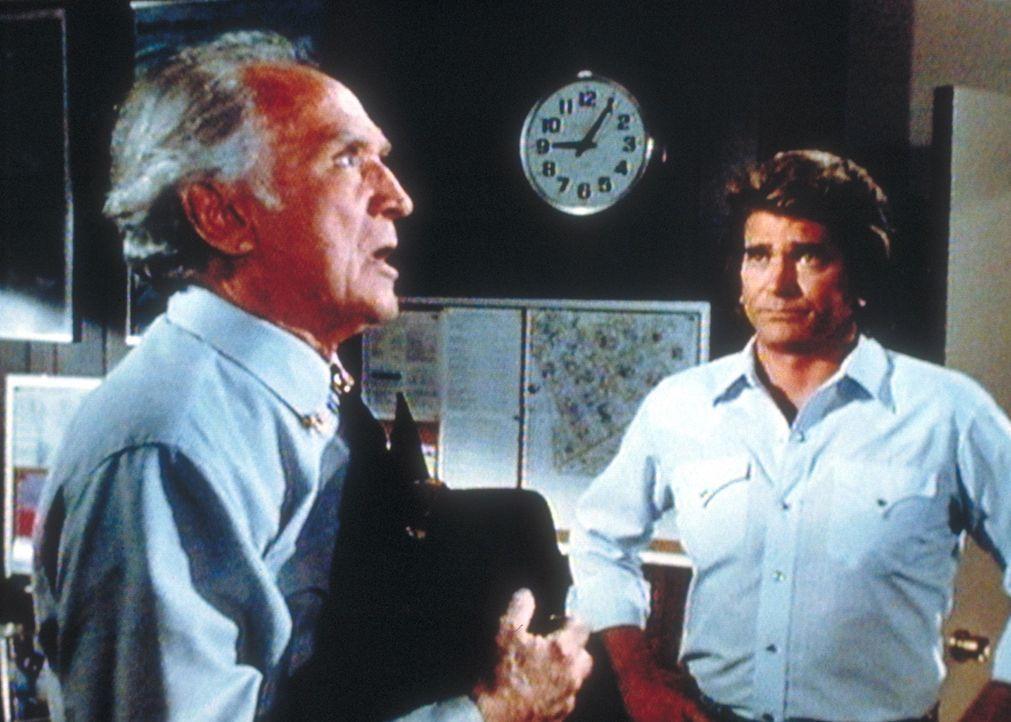 Jonathan (Michael Landon, r.) appelliert an Teds (John McLiam, l.) Vernunft, seine irdische Existenz endlich hinter sich zu lassen. - Bildquelle: Worldvision Enterprises, Inc.