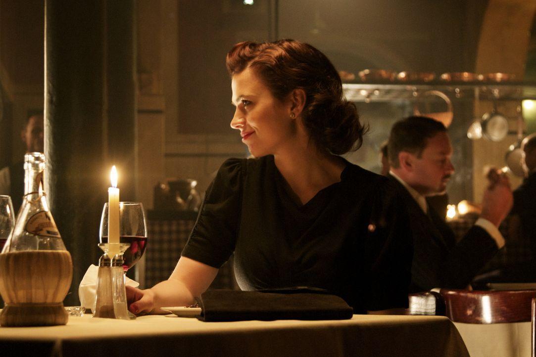Die findige Russin Eva Delectorskaya (Hayley Atwell) hat ein großes Talent, sich als Spionin unerkannt in feindlichen Gebieten zu bewegen, doch wie... - Bildquelle: TM &   2012 BBC