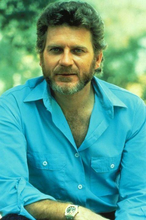 (3. Staffel) - Ahnt nicht, dass Dr. Lantry keineswegs an seinem Wohlergehen interessiert ist: Chase (Robert Foxworth) ... - Bildquelle: 1984   Warner Brothers