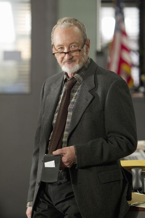 Das Team unterstützt Detective Gassner (Robert Englund) bei den Ermittlungen in einem neuen Fall ... - Bildquelle: Monty Brinton 2012 American Broadcasting Companies, Inc. All rights reserved. / Monty Brinton