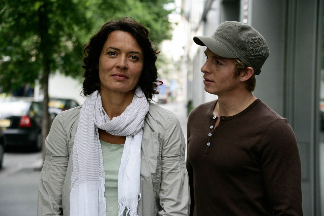 Vom Ehemann betrogen und verlassen, ganz auf sich allein gestellt, da wird Silke (Ulrike Folkerts, l.) endlich schwanger - von Felix (Daniel Roesner... - Bildquelle: Gabor Klinsky Sat.1