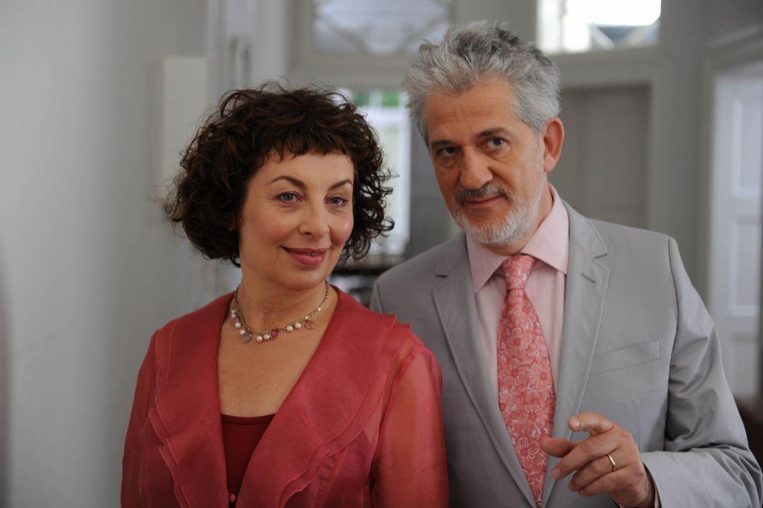 Als sich Maggie (Teresa Harder, l.) und Paul senior (Ilja Richter, r.) eher zufällig kennen lernen, verstehen sie sich auf Anhieb. Nicht ahnend, das... - Bildquelle: Kerstin Stelter Sat.1