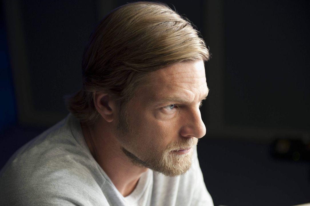 (2. Staffel) - Einerseits hofft Mick (Henning Baum) darauf, dass Lisa zu ihm zurückkehrt. Andererseits kann er es aber nicht ertragen, dass Meisner... - Bildquelle: Martin Rottenkolber SAT.1 / Martin Rottenkolber