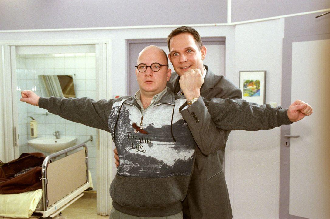 Gabriel (Klaus Peter Grap, r.) und Johannes (Holger Kunkel, l.) liegen im selben Zimmer. Doch während der eine das Leben mit Zuversicht und Optimism... - Bildquelle: Noreen Flynn Sat.1