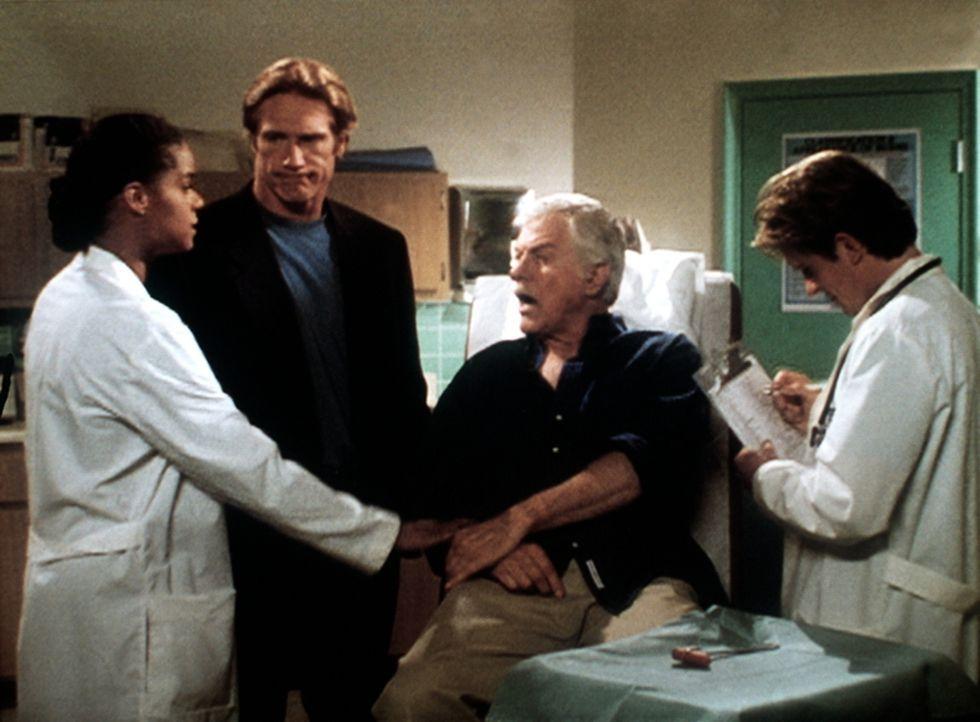 Amanda (Victoria Rowell, l.), Steve (Barry Van Dyke, 2.v.l.) und Jesse (Charlie Schlatter, r.) machen sich große Sorgen um Mark (Dick Van Dyke), der... - Bildquelle: Viacom