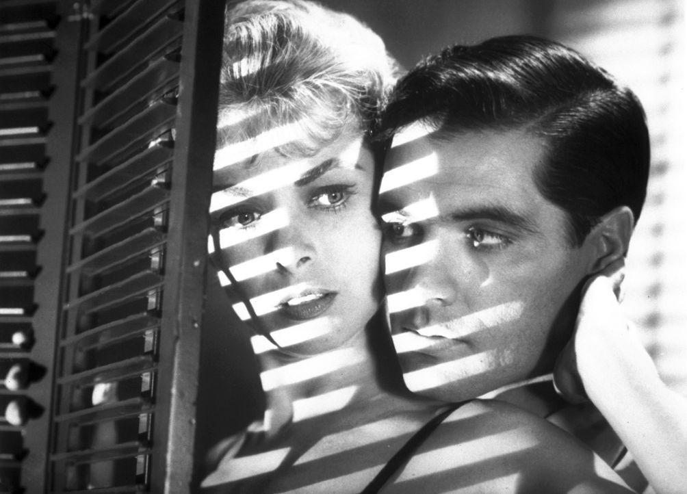 Marion Crane (Janet Leigh, l.), eine Sekretärin aus Phoenix, ist es leid, sich mit ihrem Freund Sam (John Gavin, r.) nachmittags heimlich in billige... - Bildquelle: 1960 Shamley Productions, Inc. Renewed 1988 by Universal City Studios, Inc. All Rights Reserved.