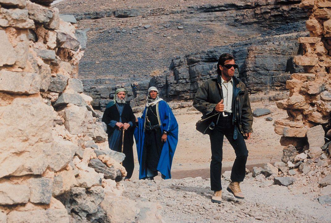 """Jans Vater Marc (Peter Maffay), der seit vielen Jahren im Jemen lebt, begleitet die jungen Leute unfreiwillig als """"Reiseführer"""". Trotzdem geraten di... - Bildquelle: Heiko von Tippelskirch ProSieben"""