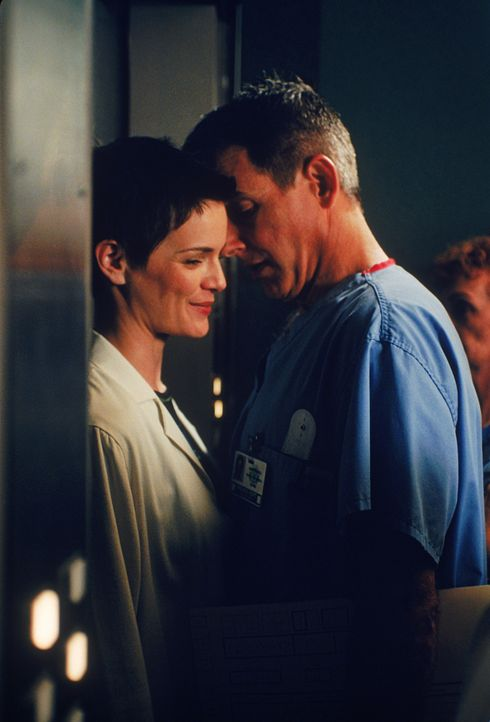 Dr. Lisa Catera (Stacy Edwards, l.); Dr. Jack McNeil (Mark Harmon, r.) - Bildquelle: 1997 Twentieth Century Fox Film Corporation.  All rights reserved.
