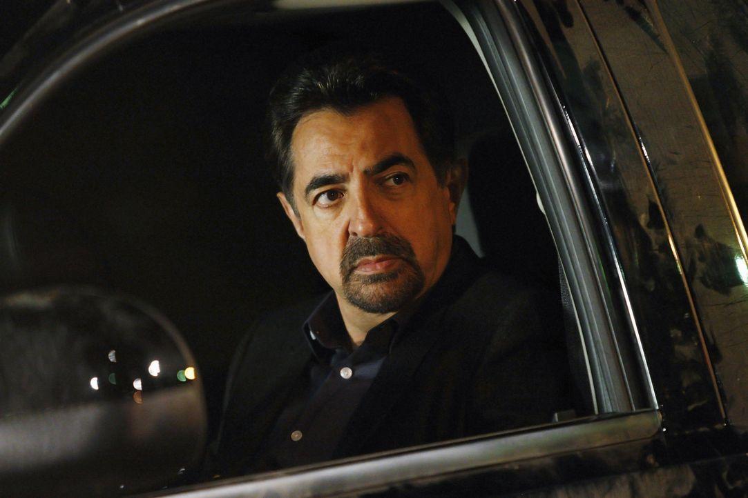 Rossi (Joe Mantegna) und sein Team ermitteln in einem neuen Fall, der sich als besonders grausam herausstellt ... - Bildquelle: Vivian Zink 2009 ABC Studios. All rights reserved. NO ARCHIVE. NO RESALE. / Vivian Zink