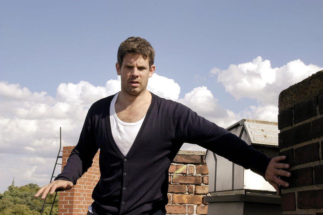 Kai (Steffen Groth) versucht seine Höhenangst zu überwinden. - Bildquelle: Aki Pfeiffer Sat.1