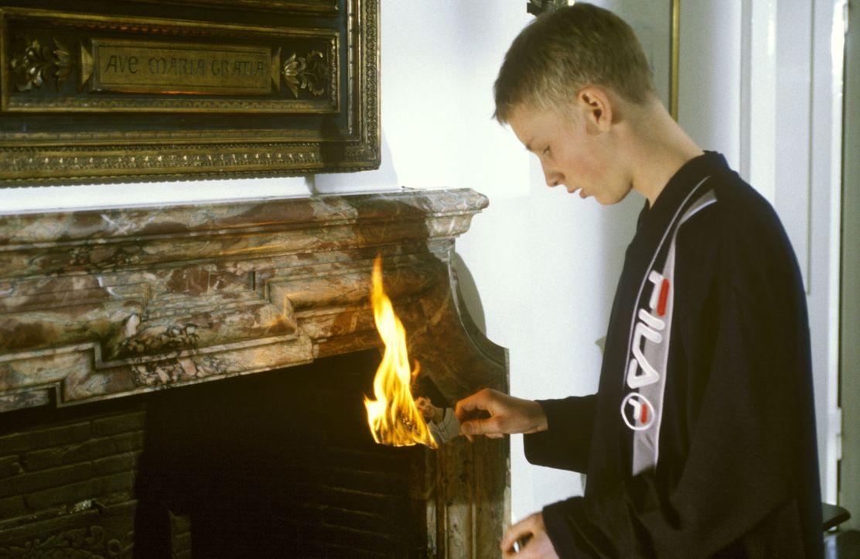 Der 14-jährige Stefan Maurer (Christian Blümel) hat ein Geheimnis: Er ist in seinen besten Freund Daniel verliebt, doch der hat nur Augen für seine... - Bildquelle: Andreas Stetter Sat.1