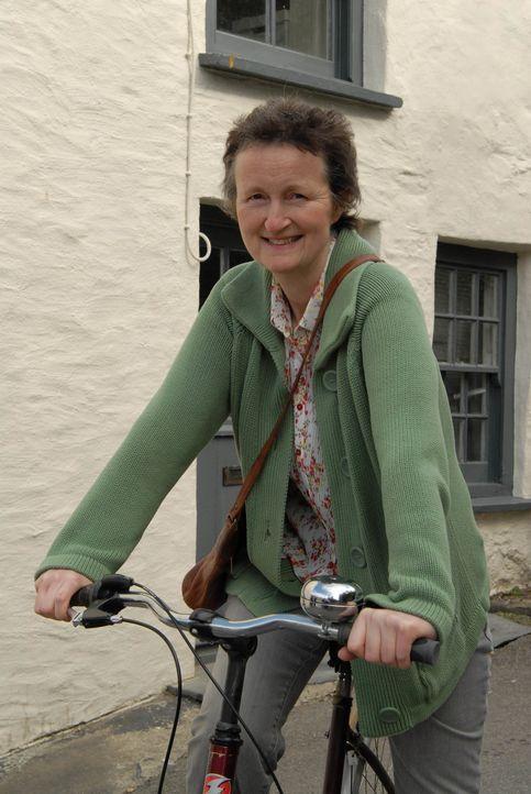 Ahnt nicht, dass ihr Fahrradausflug ein jähes Ende nehmen wird: Barbara (Georgie Glen) ... - Bildquelle: BUFFALO PICTURES/ITV
