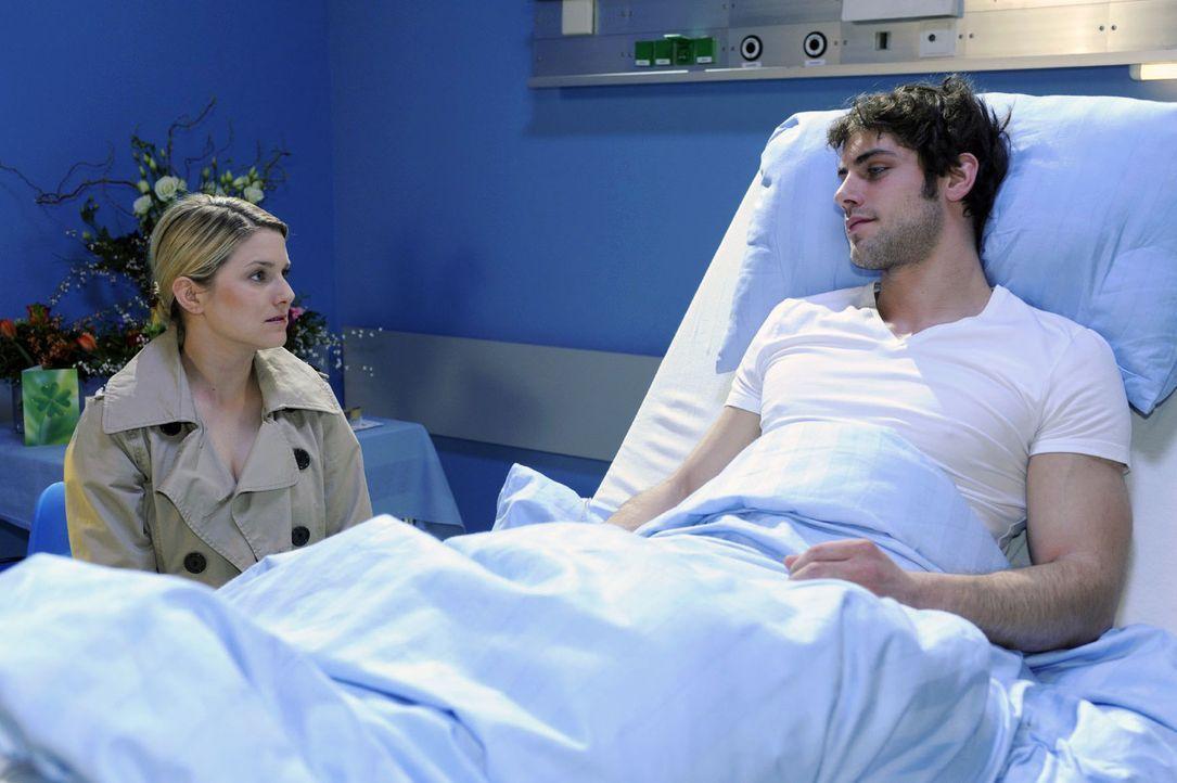 Jonas (Roy Peter Link, r.) lässt Anna (Jeanette Biedermann, l.) wissen, wie wichtig sie für ihn ist. - Bildquelle: Oliver Ziebe Sat.1