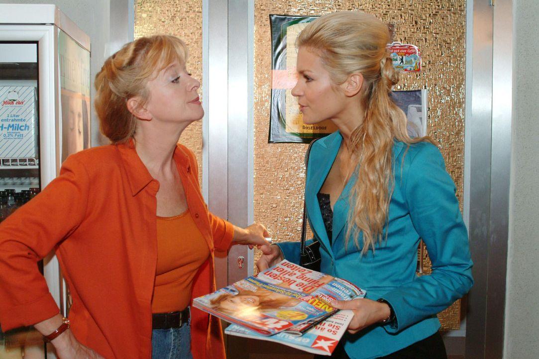 Zwischen Helga (Ulrike Mai, l.) und Sabrina (Nina-Friederike Gnädig, r.) kommt es zu einer Auseinandersetzung, als Helga nicht bereit ist, Sabrina d... - Bildquelle: Monika Schürle Sat.1