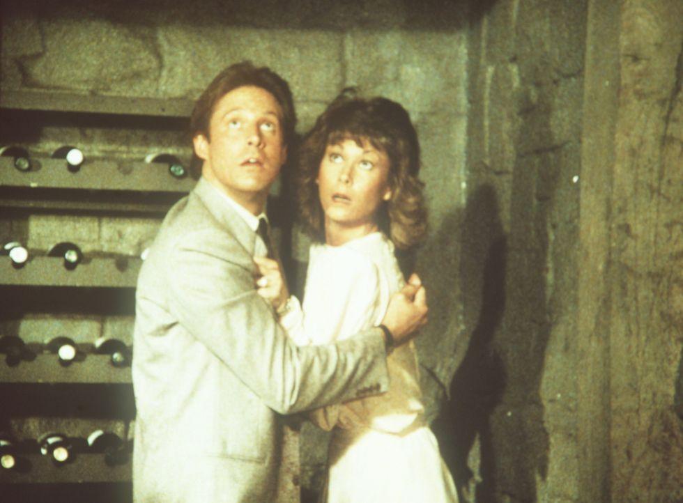 Im letzten Augenblick bemerken Lee (Bruce Boxleitner, l.) und Amanda (Kate Jackson, r.), dass sie in akuter Lebensgefahr schweben. Können sie sich i...