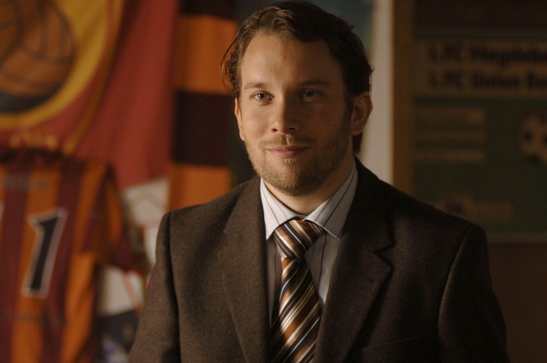 Ahnt nicht, dass seine Freundin einige Überraschungen für ihn und sein Team bereit hält: Paul (Christian Ulmen) ... - Bildquelle: Wüste Filmproduktion