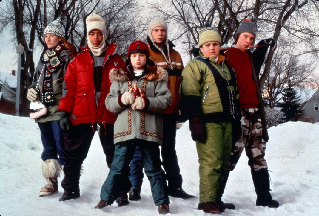 Um den Schneepflugfahrer aufzuhalten, der die Strassen freiräumen will, halten die Kinder zusammen ... - Bildquelle: TM, ® & © 2017 by Paramount Pictures. All Rights Reserved.