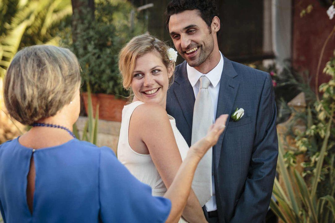Am Tag ihrer Hochzeit sind Eva (Felicitas Woll, l.) und Luis (Renato Schuch, r.) fest davon überzeugt, dass sie die Fehler von Evas Eltern nicht wie... - Bildquelle: Joao Tuna SAT.1