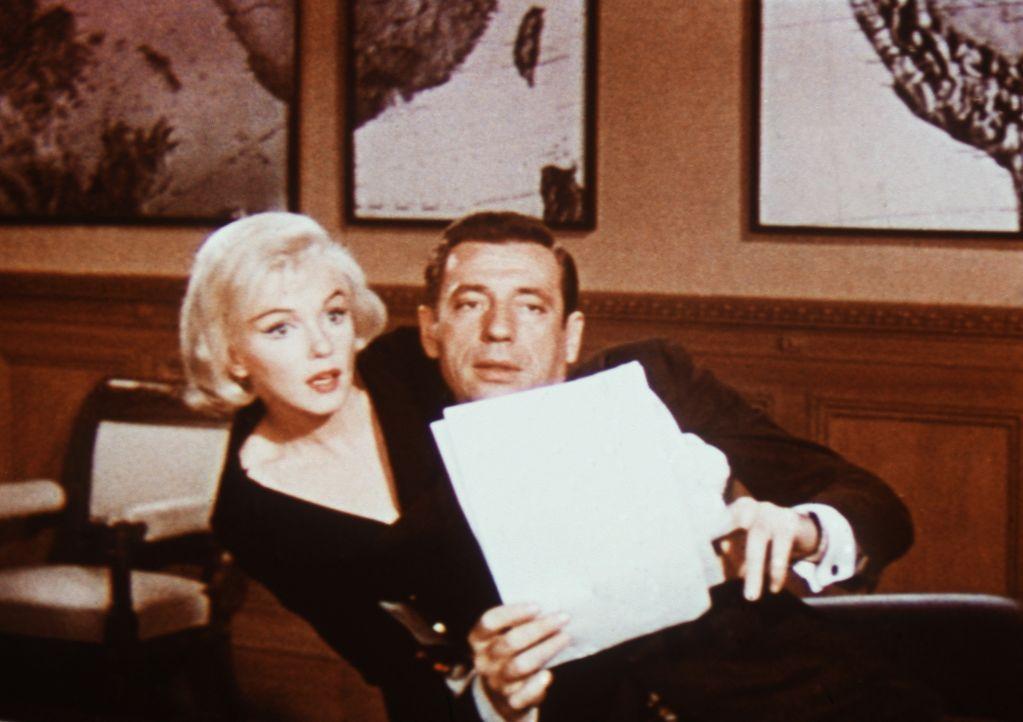 Endlich bekommt der Geschäftsmann Jean-Marc Clement (Yves Montand, r.) das was er will: Eine Rolle in einem Theaterstück, zusammen mit seiner Angebe... - Bildquelle: 20th Century Fox Film Corporation