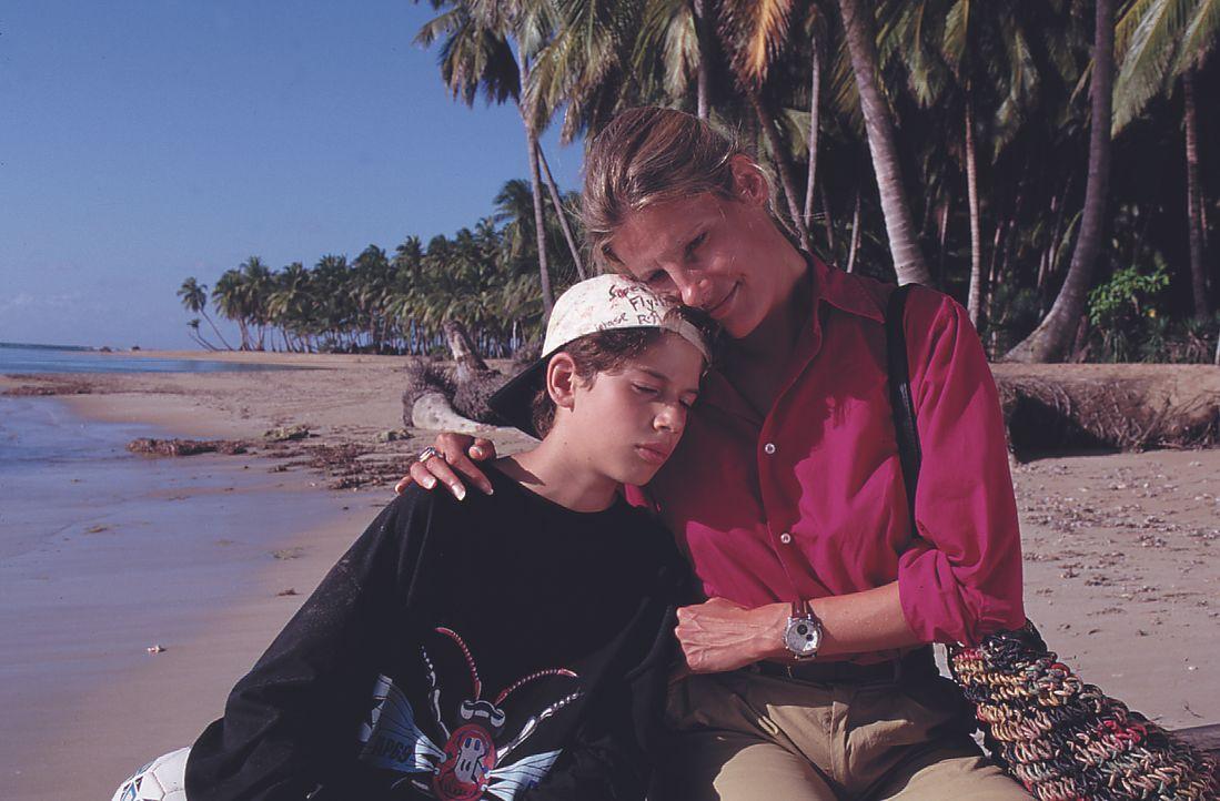 Robin (Nicolae Popescu, l.); Patricia (Eva Freese, r.) - Bildquelle: Lisa Film